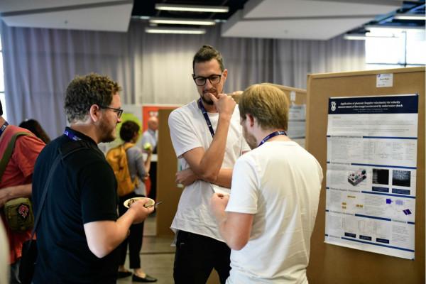 A poster presentation. Our lab students Alexander Rososhek (right) and Daniel Maler (center) explain their experimental setup.